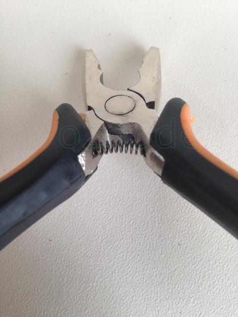Подпружиненные рукоятки плоскогубцев