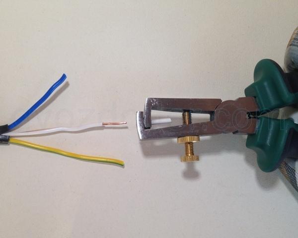 Снимаем изоляцию с кабеля 2,5 мм