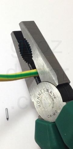 Перекусывание провода пассатижами Jonnesway P8007