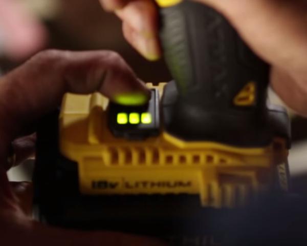 Индикатор заряда аккумулятора в шуруповёрте Stanley STDC18LHBK-RU