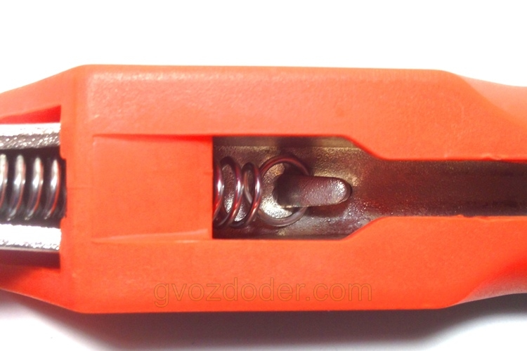 Конструкция ручных тисков Jonnesway P30M07C