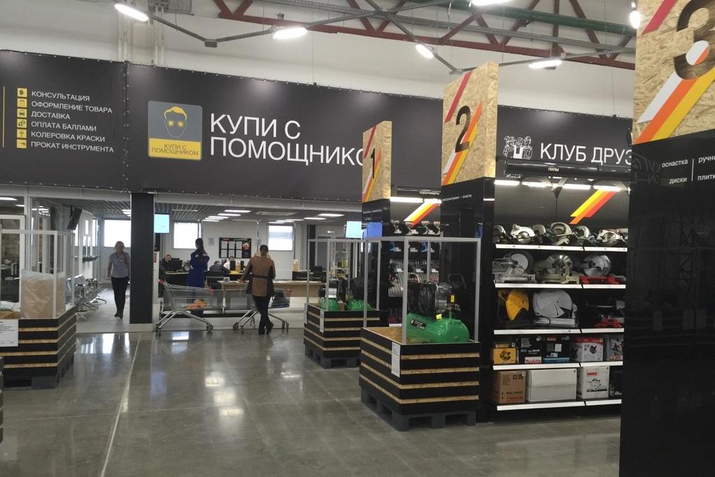 Торговый зал в гипермаркете Петрович