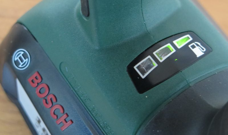 Индикатор заряда с пиктограммой бензоколонки