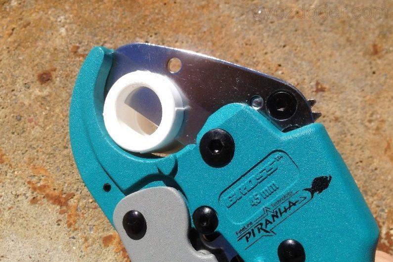 как разрезать трубу из полиэтилена ножницами Gross