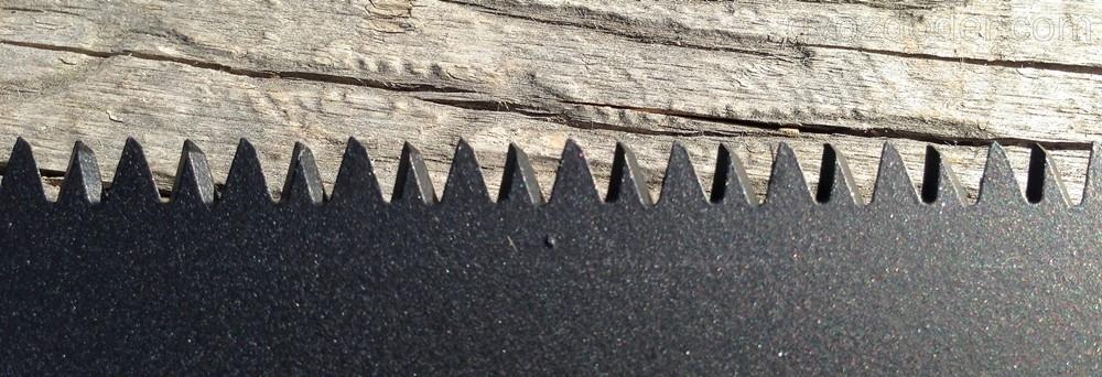 Крупный трехгранный зуб ножовки Matrix