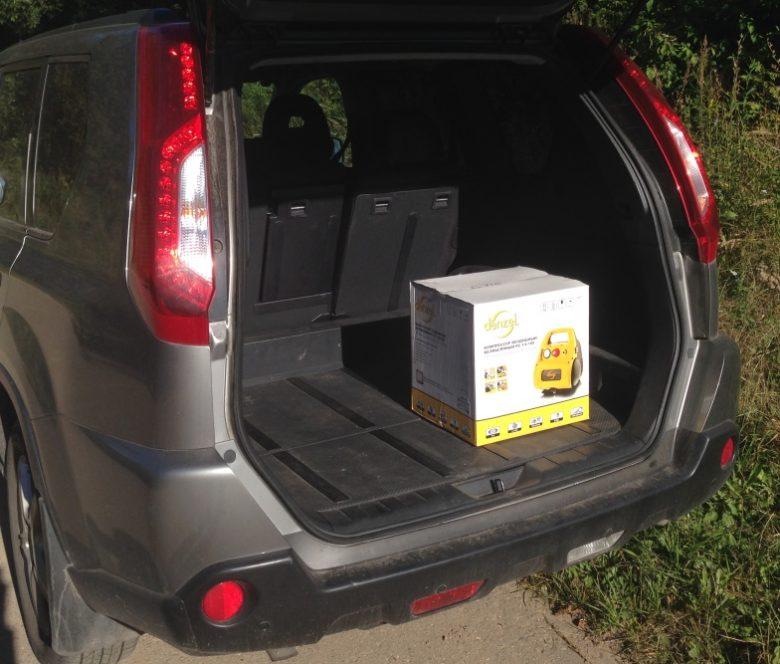 Коробка в багажнике автомобиля занимает мало места