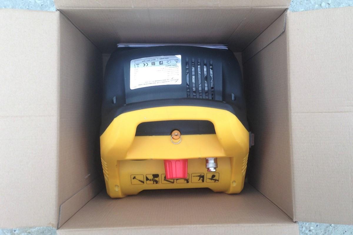 Внутри компрессор и инструкция