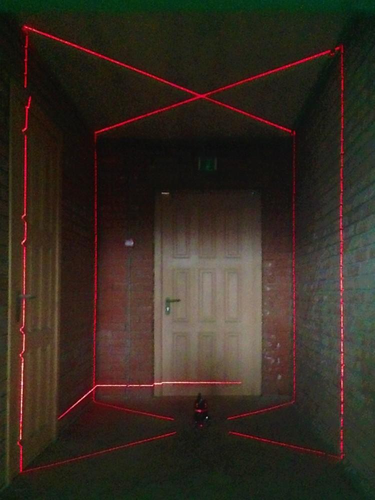 Сверху все вертикали уровня сходятся в одной точке, образуя еще один крест с углами под 90 градусов