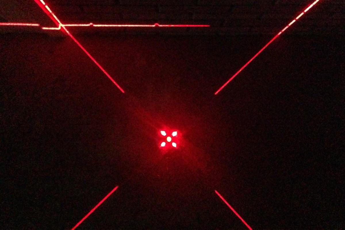 В нижней проекции вертикальные линии имеют разрыв – сантиметров 20