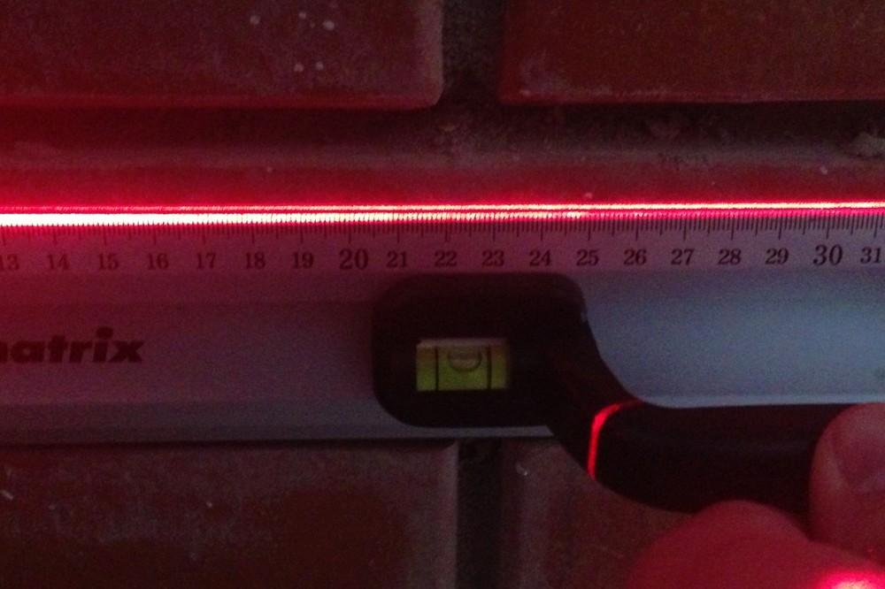 Пузырьковые камеры на «механике» показывают, что лазерный уровень светит ровно