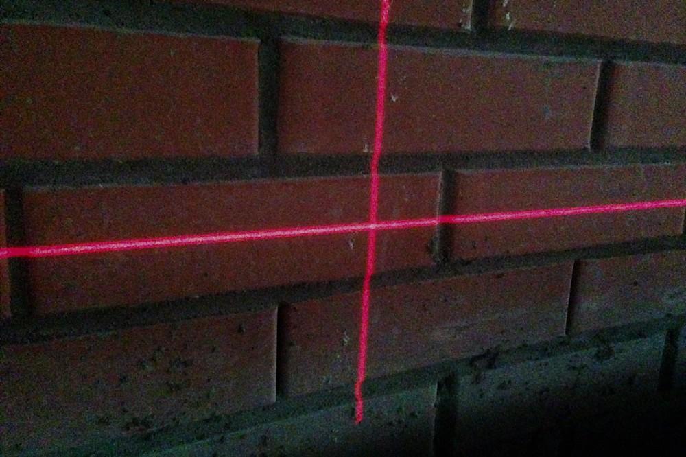 Лазерный уровень светит на 12 метров