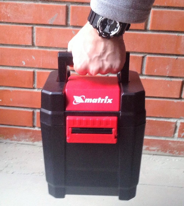 Кофр уровня Matrix весит 2 кг