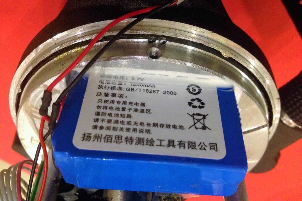 Аккумулятор на 3,7 Вольт отличается солидной емкостью в 1800 мА·ч