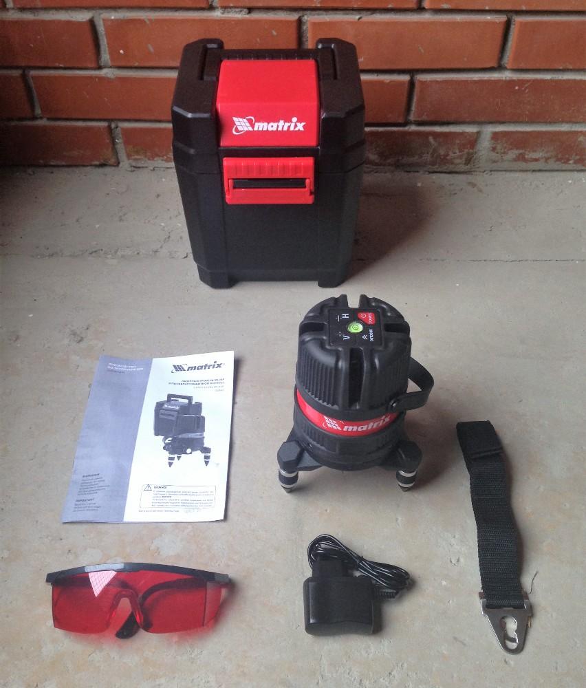 Внутри: лазерный уровень, инструкция, ремень, зарядное устройство, очки